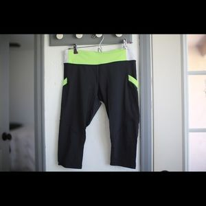 Lulu black and green cropped leggings w/ pockets